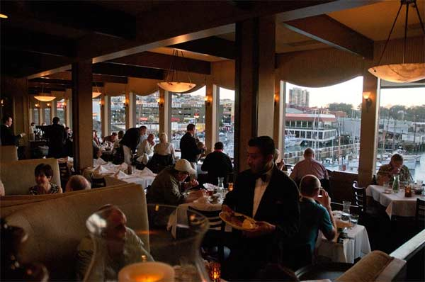 Alioto S Restaurant A San Francisco Landmark Located On Fisherman Wharf Is One Of Oldest Fine Dining Seafood Restaurants Specializing In